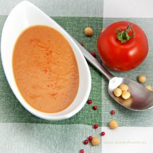 Tomatensuppe mit Piment und Zimt