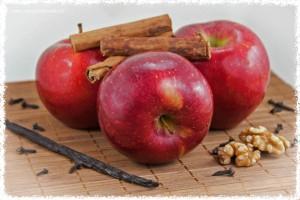 süße Äpfel, Walnüsse und Zimt