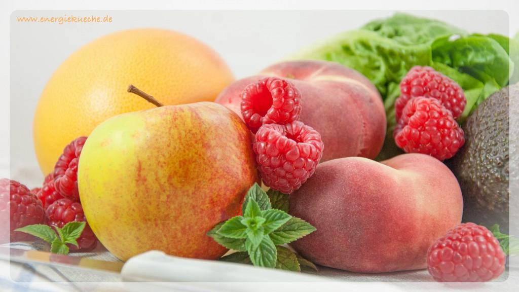 Frisches Obst für einen erfrischenden Sommer-Smoothie