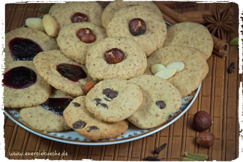 5-Elemente-Weihnachtsbäckerei mit Nüssen und Gewürzen