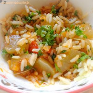 Einfach lecker: Reis, Schmorgurke und Tomate