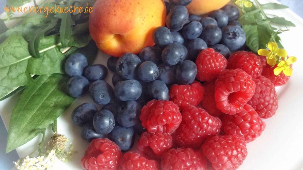 Frische Zutaten für den fruchtig-herben Sommer-Smoothie