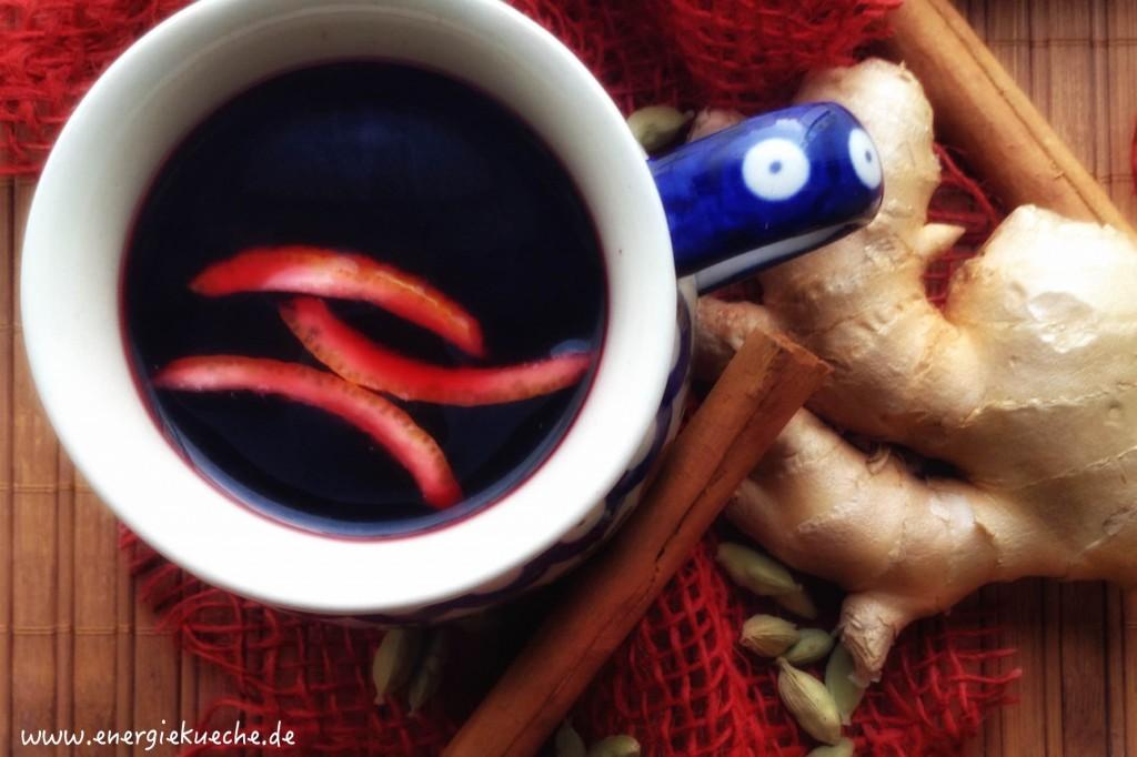 Holunderbeer-Punsch mit aromatischen Gewürzen