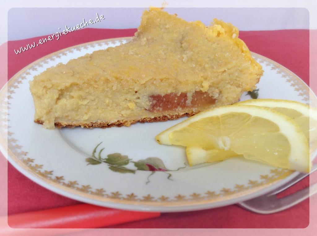 Glutenfreier, veganer Polenta-Kuchen mit Früchten