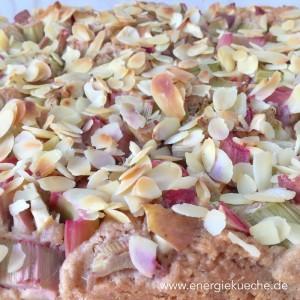 Rhabarber-Kuchen mit Mandeln