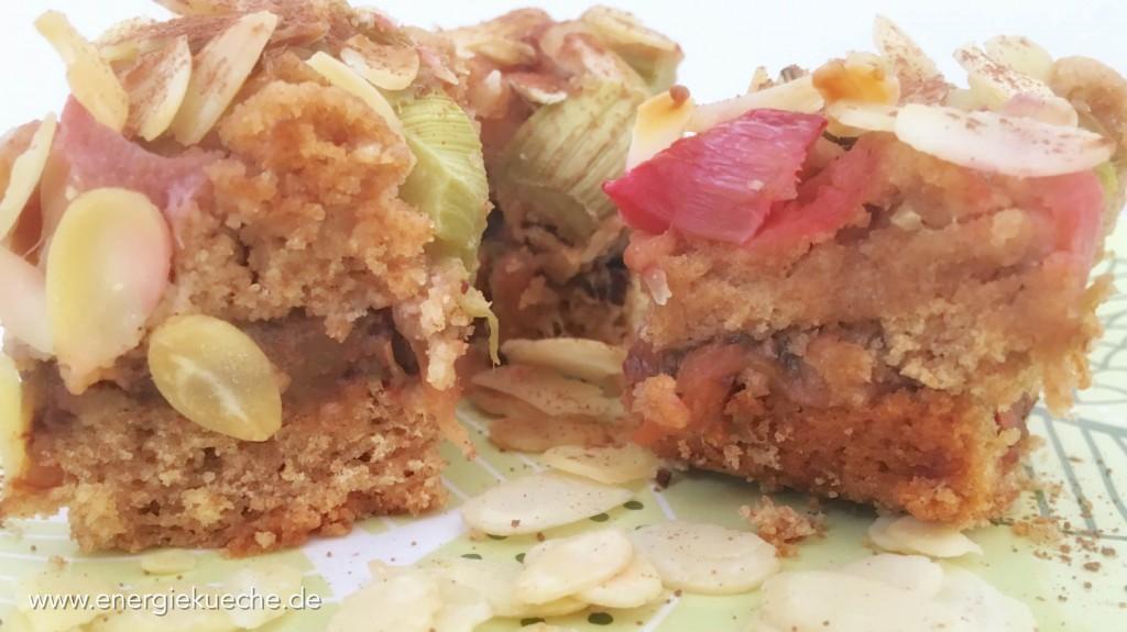 Veganer Rhabarber-Kuchen mit Mandeln