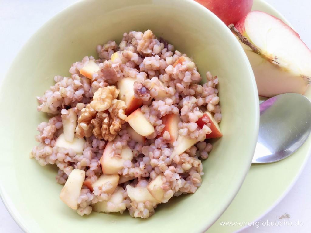 Energie-Frühstück mit Buchweizen, Obst & Nüssen